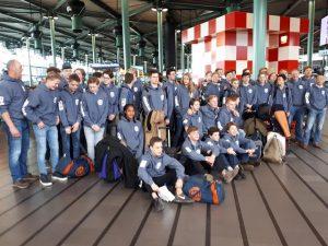 HRC Junioren groepsfoto op Schiphol op weg naar Toulouse